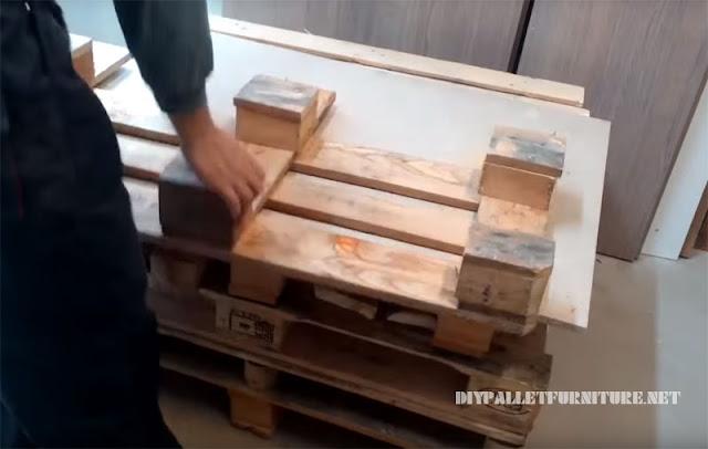 C mo hacer un sof con palets - Como hacer un sofa con palets ...
