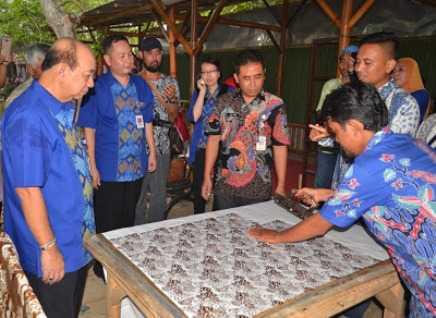 Komisaris BCA Resmikan Kampung Batik Gemah Sumilir