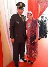 Ariska Putri Family Husband Son Daughter Father Mother Age Height Biography Profile Wedding Photos