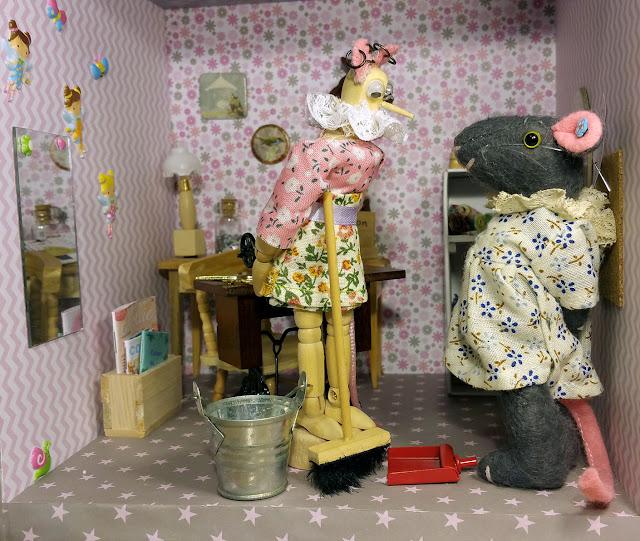 souris - maison de poupée- dolls house