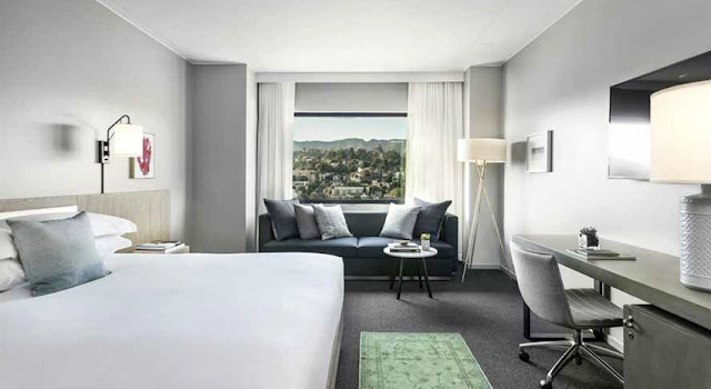 The Kimpton Everly Hotel places you right in the heart of the glitz and glamour of Hollywood in Los Angeles. Relax in style while you enjoy our boutique service and amenities.