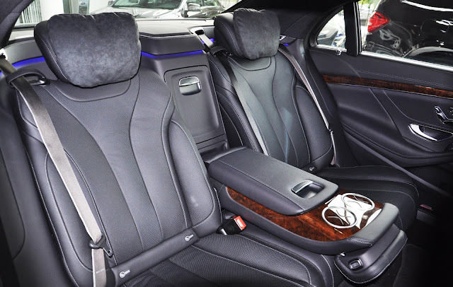 Ghế sau Mercedes S400 L có chức năng ngả ra sau, Massage, chỉnh điện