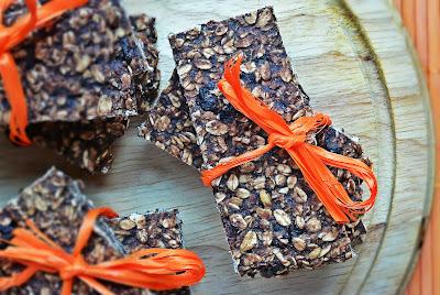 Batony owsiane z kakao, makiem i żurawiną