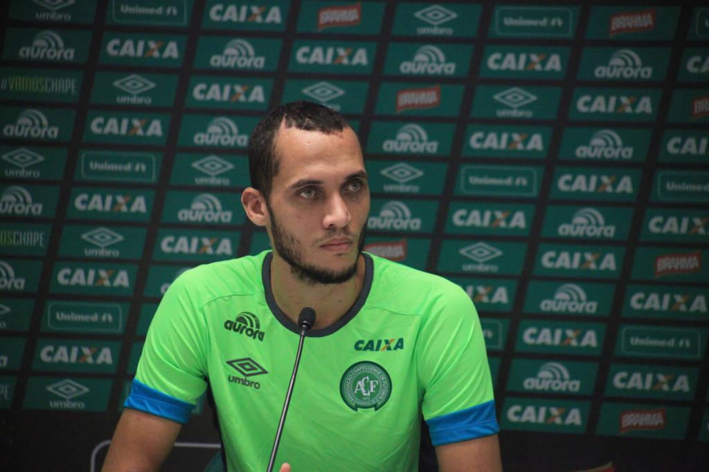 Neto mostra apego à religião neste momento difícil e diz não sentir raiva (Foto: Divulgação/Chapecoense)
