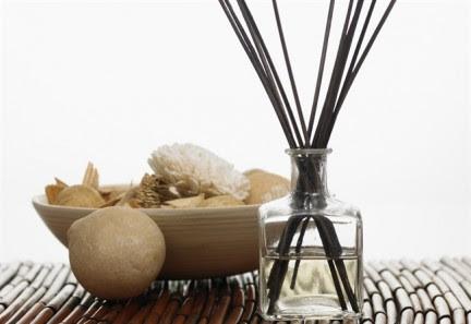 Fatto in casa creare in modo semplice un profumo per gli for Creare oggetti per la casa