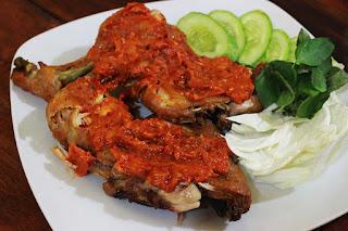 Ayam Goreng Penyet Dengan Sambal Layaknya Hidangan Restauran