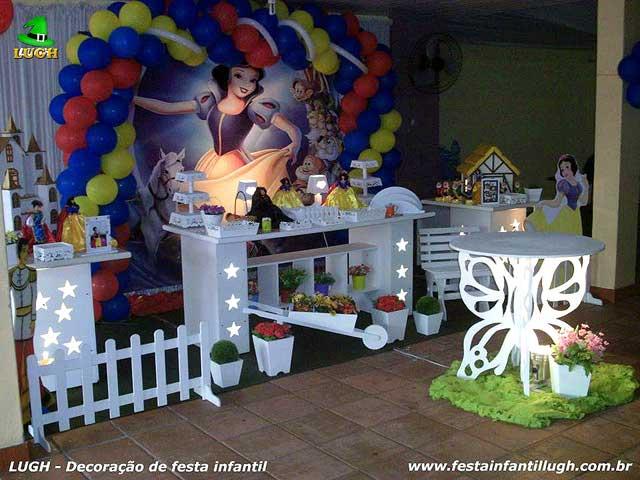 Decoração festa de aniversário infantil tema Branca de Neve