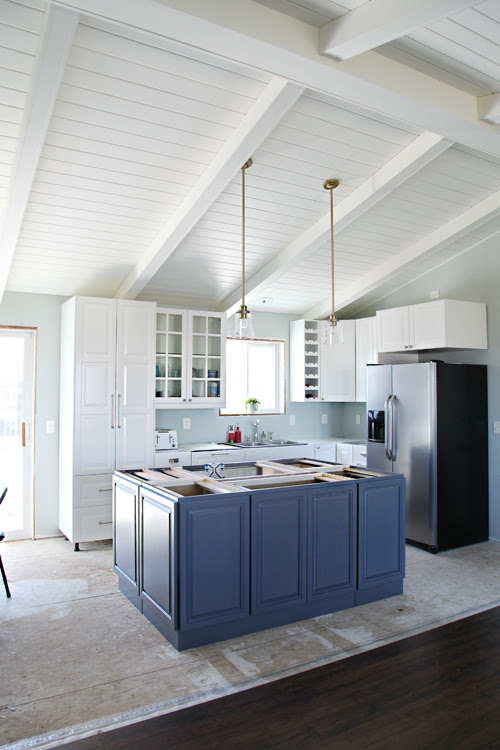 0 IHeart Kitchen Reno: A Chandelier, An Island and Hardware, Oh My!
