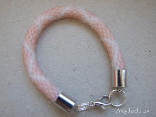 Sznur szydełkowo-koralikowy- ukośna kratka