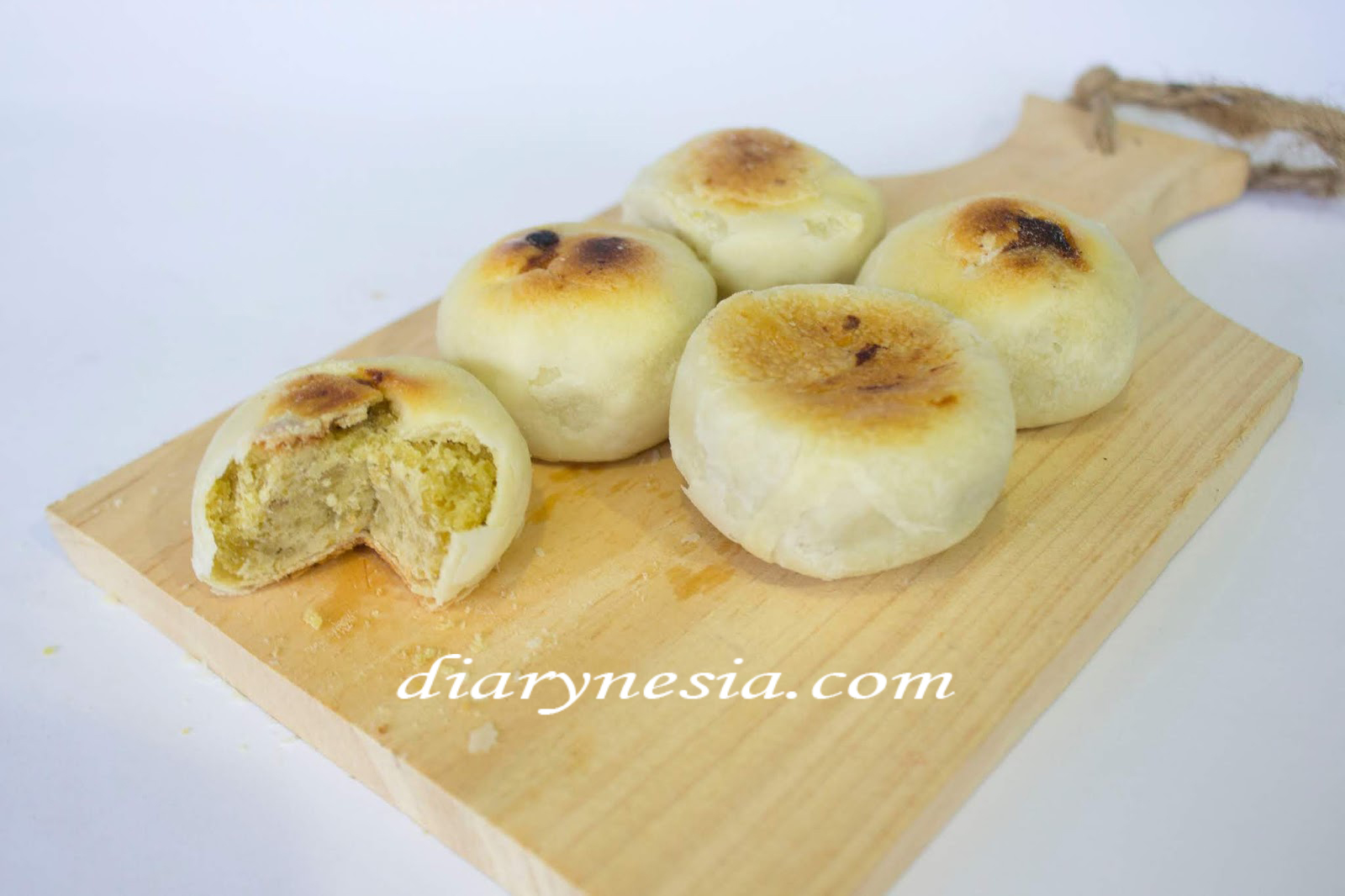 Bakpia traditional cuisine from Yogyakarta, favorite yogyakarta food souvenir, bakpia best culinary gift with a sweet taste, diarynesia