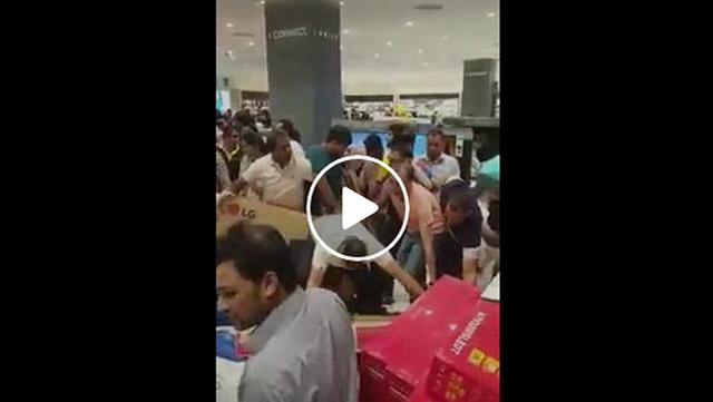 Heboh, Semua Barang Di Mall Ini Gratis Selama 30 Menit, Pengunjung Tiba-tiba Jadi Brutal