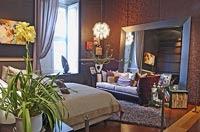 Dormitorio con espejo frente a la cama for Colocacion espejos feng shui
