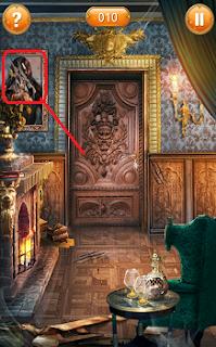 в освещенной комнате хорошо видно ключ висящий на картине