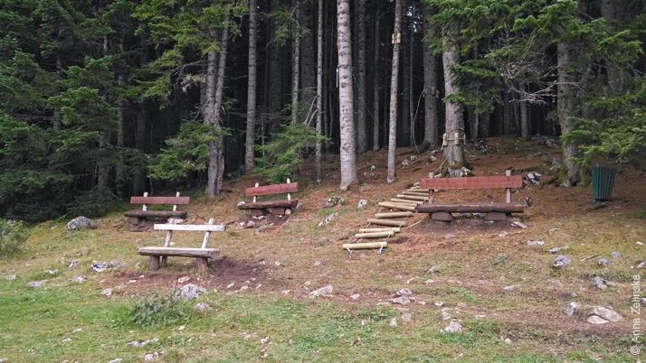 Скамейки с видом на Черное озеро, Дурмитор