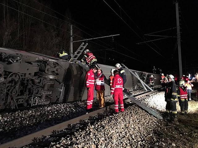 Σφοδρή σύγκρουση τρένων κοντά στη Βιέννη - Πληροφορίες για πολλούς τραυματίες