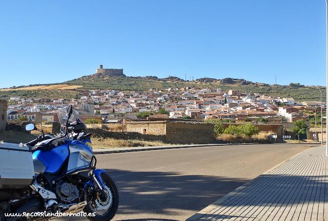 Puebla de Alcocer y su castillo