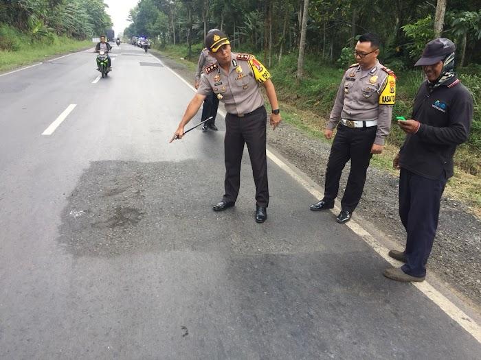 Kapolres Lamtim Mengecek Kelayaan Jalan Raya Sepanjang Jalintim