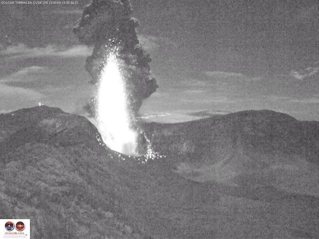 Une journ�e sous les cendres pr�s du volcan Turrialba