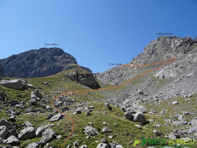 Ruta Peña Ubiña por la Arista Norte: Jou de las Cabras, camino al Prau Capón