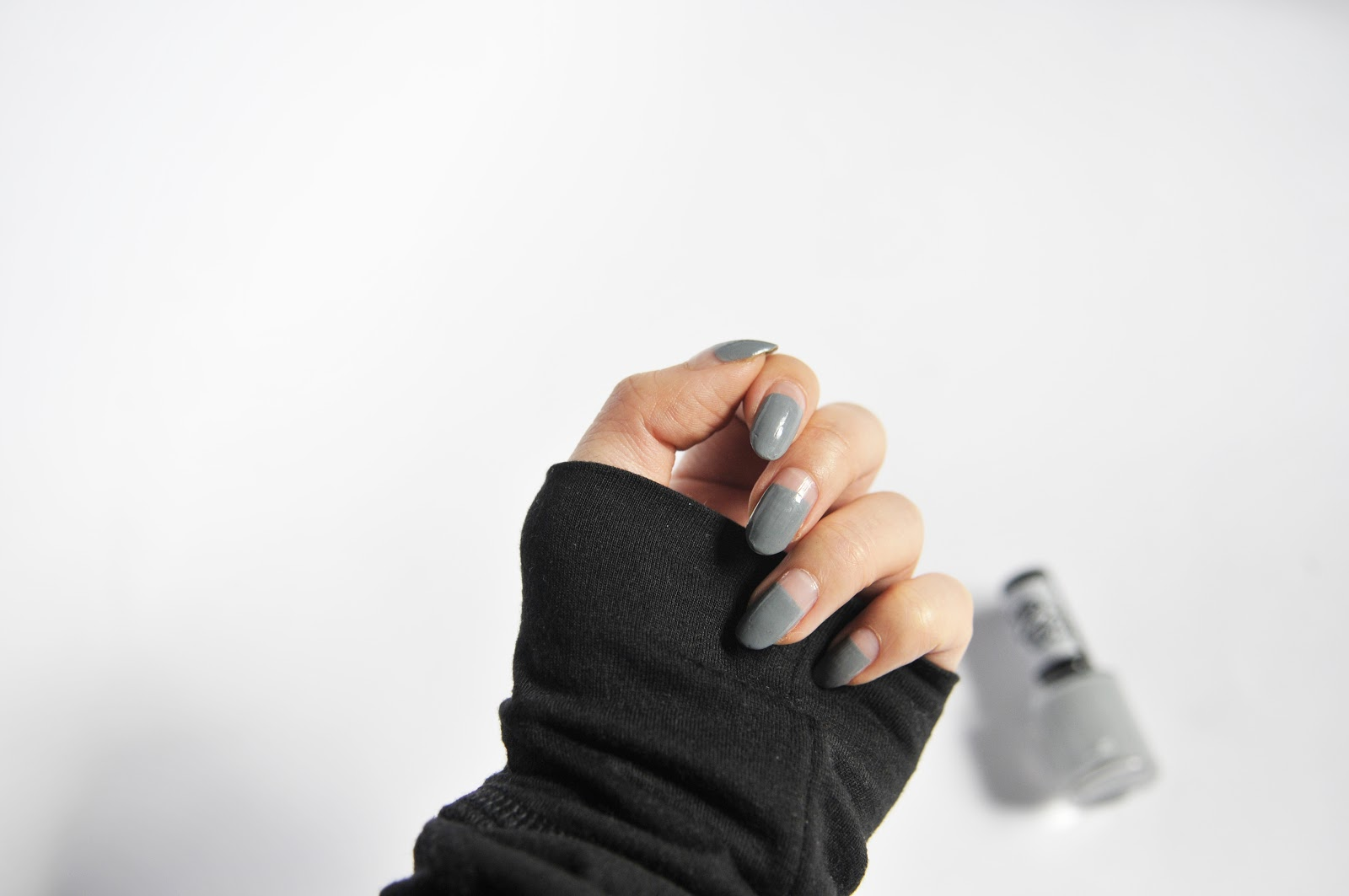 I used the Rimmel x Rita Ora My Grey Collection 60 Seconds Nail Polish in 807 My Grey ($4.99 CAD).