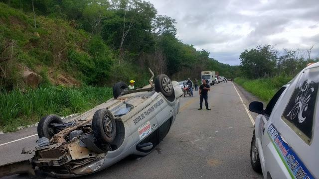 Carro oficial Prefeitura de Rubim tomba e passageira morre na BR-367