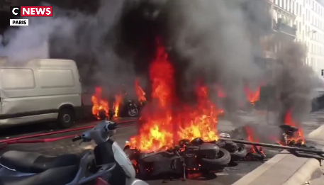 Gilets jaunes : incendies et violences sur le parcours des manifestants Gilets jaunes : ce qu'il faut retenir du 23e samedi de mobilisation