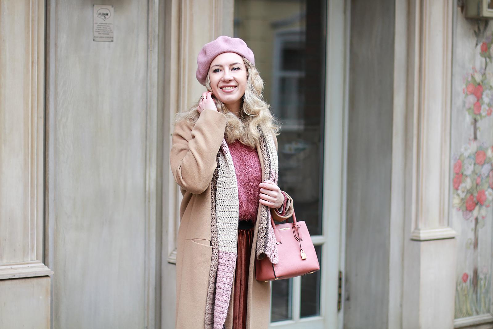 Margarita_Maslova_Ritalifestyle_Fashion_blogger_Moscow_Romantic_style_sport_chic_Pastel_looks_midi_skirt_look