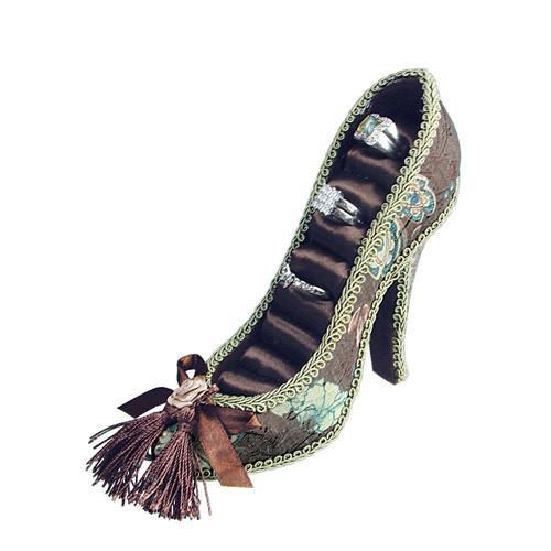 The Fabric Covered Shoe Shaped Ring Display with Tassel is perfect for Spring | NileCorp.com