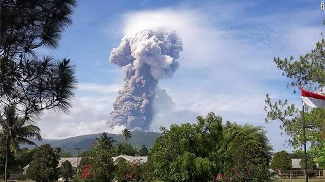 Цунами и извержение вулкана в Индонезии