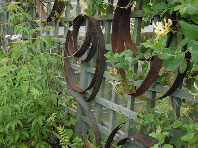 ozdoby ogrodowe metalowe