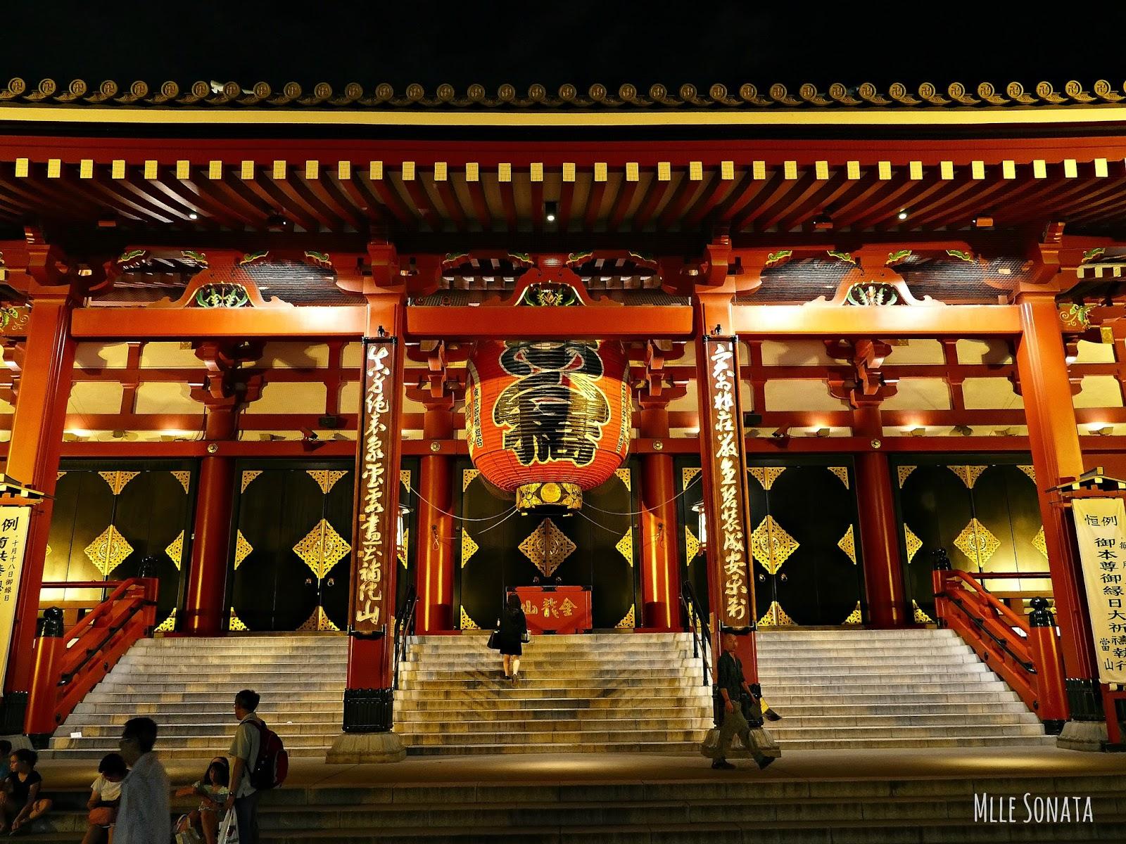 Temple Asakusa de nuit à Tokyo.