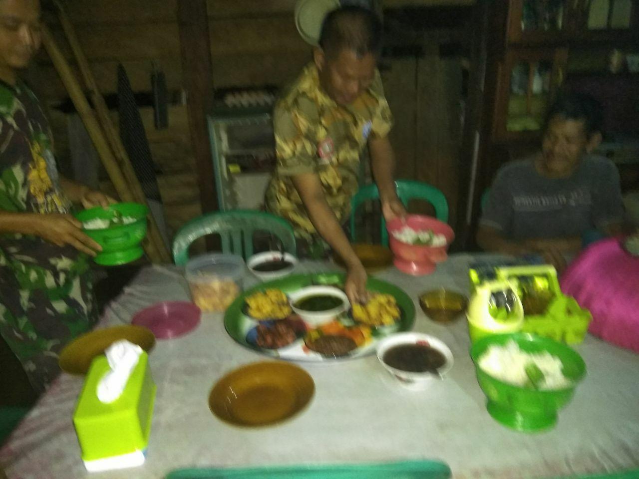 Makan Malam Bersama Warga Bakal Jadi Kenangan Tersendiri Bagi Satgas TMMD