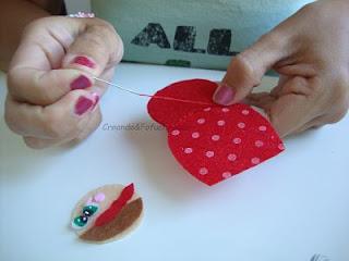 cosiendo-matrioska-roja-bolsa-con-matrioskas-de-fieltro-colaboración-con-creavea