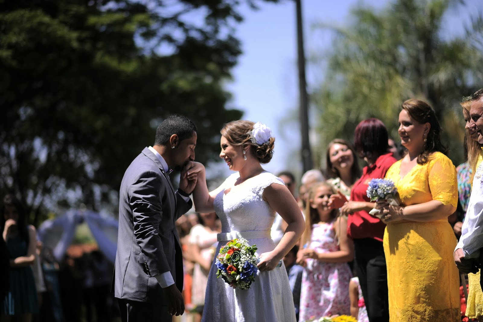 cerimonia-entrada-noiva-casamento-dia-azul-amarelo-1