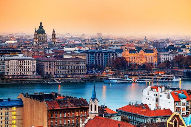 Diferença de fuso horário mês por mês em Budapeste