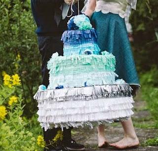piñata-de-pastel
