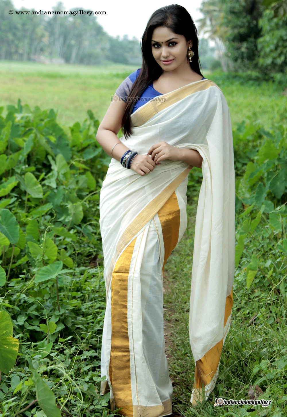 Malayalam Hot Actress Sexy In White Saary Photos - Latest -5150
