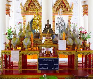 Wat Khao Suwan Pradit in Dan Sak