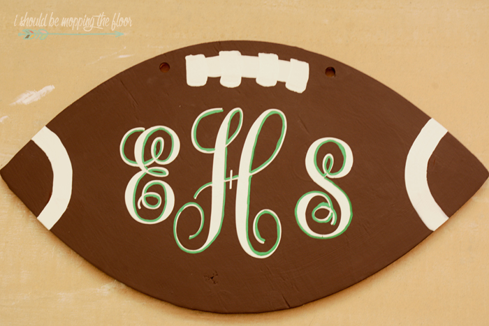 How to Make a Football Door Hanging | Step-by-step tutorial to paint your own football door hanging with your team in mind!