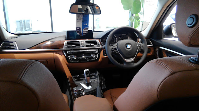 BMW320dラグジュアリーの内装