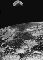 Una foto della Terra vista dalla Luna scattata dalla missione Zond 6.