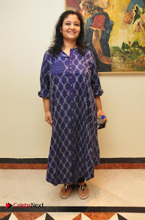 Aiswarya Rajinikanth Dhanush Standing on an Apple Box Launch Stills in Hyderabad  0006.jpg