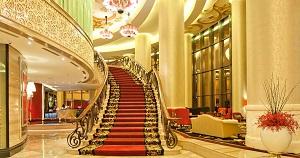 Menginap di Trans Luxury Hotel
