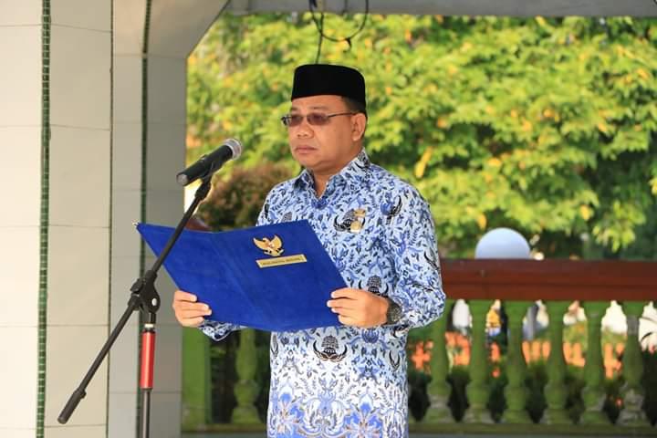 Walikota Binjai Muhammad Idaham pimpinan upacara Hari Kesadaran Nasional (HKN) di Lapangan Merdeka Binjai.