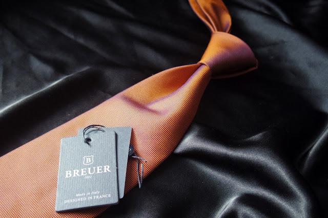 ブリューワーのオレンジ ネクタイ