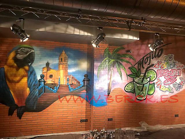 graffiti mural Sitges Parrots Pub