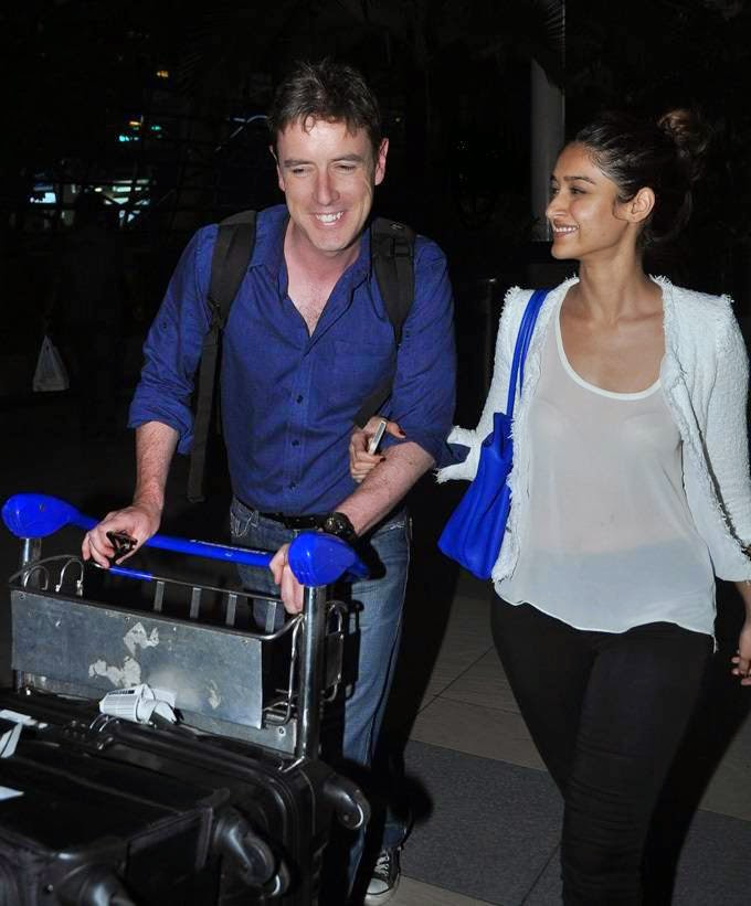 Actress Ileana D'Cruz Latest Hot Exclusive Spicy Photos Gallery with her boy friend Andrew At Airport