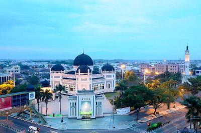 Wisata Religi Masjid Raya Medan