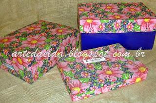 Caixas de papelão forradas com chita