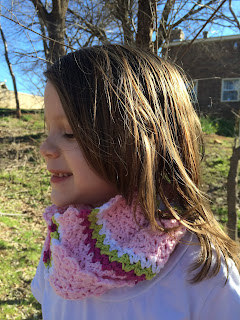 FREE crochet infinity scarf pattern. Four colors in wattle stitch. By April Garwood of Banana Moon Studio.